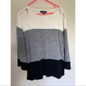 Blouse with zippered shoulders